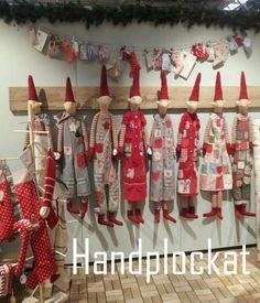 Handpicked: My favorite elves Woodland Christmas, Christmas Sewing, Scandinavian Christmas, Winter Christmas, Diy Christmas Ornaments, Christmas Stockings, Christmas Decorations, Maileg Bunny, Craft Show Displays