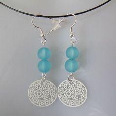 Boucles d'oreilles estampe fleur blanche perle bleu transparente