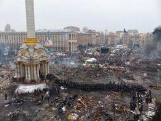 Para que veáis lo que cambió anoche (2/2). La misma plaza después de los enfrentamientos de ayer en Ukrania.