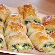Spinach and Ricotta Rolls with Spinach Ricotta Cheese Egg Puff Pastry Cheddar Cheese Salt Pepper Oregano Tarragon Egg Yolk. Spinach Rolls, Savory Pastry, Savoury Bakes, Savoury Dishes, Vegetarian Recipes, Cooking Recipes, Savory Snacks, Rolls Recipe, Appetisers