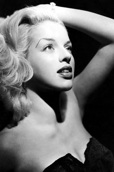diana dors pin up Old Hollywood Glamour, Golden Age Of Hollywood, Vintage Glamour, Vintage Hollywood, Vintage Beauty, Classic Hollywood, Marylin Monroe, Iconic Women, Famous Women