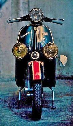 Image may contain: outdoor Piaggio Vespa, Lambretta Scooter, Vespa Scooters, Best Scooter, Scooter Motorcycle, Lml Star, Vespa Smallframe, Motos Vespa, Classic Vespa