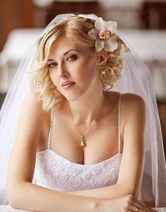 Best Wedding Hairstyles for Short Hair Top 3 Short & Stylish Wedding Hairstyles 2017 : Best Curly Bob Wedding Hairstyles Ideas #wedding