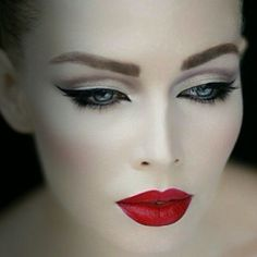 The vamp look. Red lips, pale & bold liner