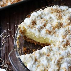 White Chocolate Coconut Cream Pie starts off with a graham cracker crust, add silky custard, perfectly whipped cream and coconut on top! Just Desserts, Delicious Desserts, Yummy Food, Jello Desserts, Pie Dessert, Eat Dessert First, Quiches, Pie Recipes, Dessert Recipes