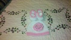 White/pink flower hat and Booties