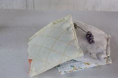 Making herbal dream pillows can be a great way to encourage restful sleep, sweet dreams, while also relieving physical illness. Sewing Basics, Sewing For Beginners, Sewing Tips, Sewing Hacks, Sewing Ideas, Easy Sewing Projects, Sewing Crafts, Craft Projects, Reusable Things
