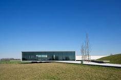 Govaert & Vanhoutte Architects - Tyne Cot Cemetery Entrance - Zonnebeke, Belgium