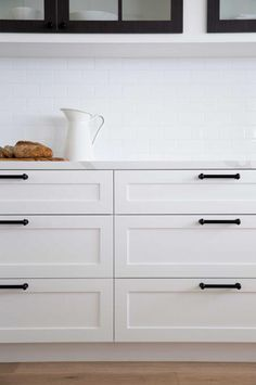 white-kitchen-drawers-Morris-Selvatico