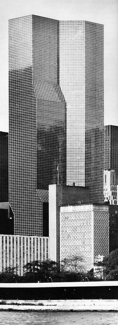 kevin roche + john dinkeloo and associates - united nations plaza hotel and office building, new york, 1973