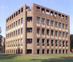 Louis Kahn, Exeter Library, New Hamphire. 1972