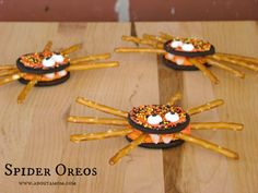 Spider Oreos and more fun spider activities! #Halloween