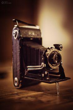 Zeiss Ikon Vintage Camera. Sonya7r, CZ 55mm F1.8. #ArtHakker http://minivideocam.com/best-point-and-shoot-camera/ Film Photography Blog http://AnatomyFilms.com