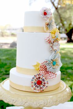 Pretty vintage cake....like the tissue paper flowers. #rosettes #cake #party #simple #decor