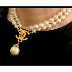 CHANEL ,collier deux rangs en perles