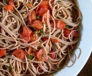 Pasta with 5-minute cherry tomato sauce