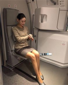asianflightattendant at Far Eastern airlines 🇹🇼 with Corporate Uniforms, Airline Uniforms, Beautiful Young Lady, Beautiful Asian Girls, Tight Pencil Skirt, Tight Skirts, Airline Cabin Crew, Bare Beauty, Asian Babies
