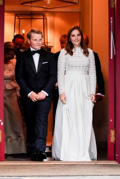 Princess Ingrid Alexandra of Norway arrives with her younger brother Prince Sverre Magnus for the dinner celebrating her confirmation at the royal palace on 31 August 2019 in Oslo, Norway. Beauty And Fashion, Royal Fashion, Bad Celebrity Plastic Surgery, Ingrid Alexandra, Norwegian Royalty, Off White Dresses, Crown Princess Victoria, Popular Dresses, Queen Letizia