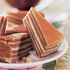 So called 'Spekkoek' Baking Recipes, Cake Recipes, Snack Recipes, I Love Food, Good Food, Yummy Food, Sweet Bakery, Indonesian Food, Homemade Cakes