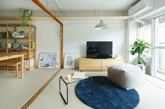 日本の暮らしのスタンダードを追求してきたUR都市機構と無印良品が、現代のすべてをこわしてつくるリノベーションから長く心地良く住まうことができる「賃貸リノベーション」の新しいかたちを提案していきます。 Japanese House, Muji, Playroom, Sweet Home, New Homes, How To Plan, Interior Design, Table, Furniture