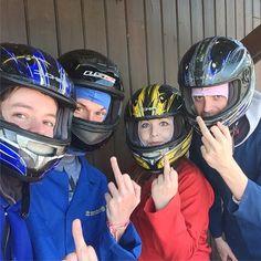 いいね!9件、コメント1件 ― Jemma M Brownさん(@jemzilla89)のInstagramアカウント: 「Go Karting with these nutters! I came 2nd place! Wooo! #tenby #pembrokeshire #heatherton…」