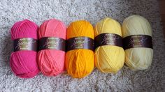 Knit me a cake - experimenting with colour palettes : Pomegranate, Shrimp, Sunshine, Citron and Lemon
