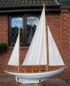 Sally Slade  -   	ROBERT HOBBS restores a vintage ketch