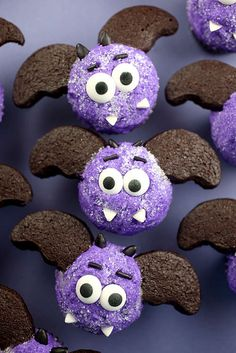 Miniature bat cupakes by Bakerella ~ so cute!