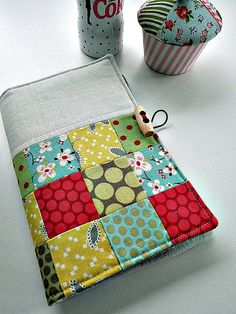 Cute patchwork & linen notelet / shopping list holder  Tutorial available here: http://www.larkcrafts.com/needlearts/giving-handmade-holiday-shopping-list-holder/
