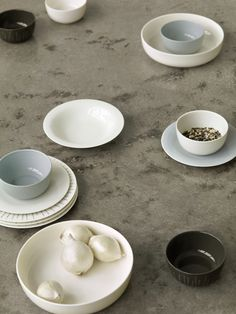 Sarjaton - This collection is made to fit our constantly changing lifestyle where personal rituals become more important. We don't need the traditional table wear anymore. We need something that lets us create after our unique needs. Design Blogs, Minimal Design, Scandinavian Design, Dog Bowls, A Table, Dinnerware, Objects, Pottery, Plates