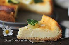 torta cremosa al limone, ricetta facile. Una torta dal fresco sapore cremoso, che si scioglie in bocca. Facile da preparare ed anche da finire.