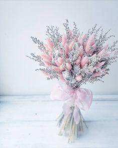Hand Bouquet, Dried Flower Bouquet, Flower Bouquet Wedding, Dried Flowers, Dried Flower Arrangements, Beautiful Flower Arrangements, Beautiful Flowers, Deco Floral, Arte Floral