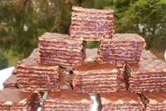 Prajitura cu foi de napolitana My Favorite Food, Favorite Recipes, Creme Caramel, Wood, Desserts, Crafts, Pies, Mascarpone, Tailgate Desserts