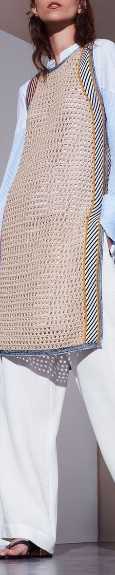 Resort 2017 BCBG Max Azria - crochet runway which reminds me of the crochet fashion trend of the Knit Fashion, Fashion 2017, Look Fashion, Trendy Fashion, Fashion Show, Womens Fashion, Fashion Design, Fashion Trends, Fashion Fall