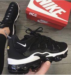 Nike Shoes OFF! Cute Nike Shoes, Black Nike Shoes, Cute Sneakers, Nike Air Shoes, Best Sneakers, Black Nikes, Sneakers Fashion, Shoes Sneakers, Kd Shoes