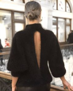 408 отметок «Нравится», 77 комментариев — Design | Knit | Fashion (@romantsova_knitting) в Instagram: «Чёрный цвет - это не только классика. Это основа, подчёркивающая женскую красоту. ♠️Согласны? P.S…»