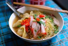 Bami mu daeng, or Egg noodle soup with red roast pork, (Thai: บะหมี่หมูแดง). Originally a Chinese dish, it is now common in Thailand. Often served with chillies in vinegar, and dried chilli flakes. The version shown in the photo also contains kiao kung (Thai: เกี๊ยวกุ้ง; prawn wontons).