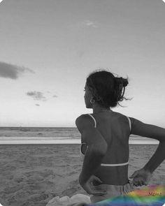 #wattpad #fanfiction Hey moi c'est «tp» (ton prenom) j'ai 16 ans. Ma vie change lorsque je deviens tres vite connue sur les réseaux et que je le rencontre lui...dire qu'au début ce n'était que de simple vacances... Summer Pictures, Beach Pictures, Summer Pics, Summer Sunset, Sports Pictures, Summer Beach, Shotting Photo, Photographie Portrait Inspiration, Beach Poses