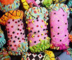 fabric beads - Bing Imágenes  A bowlful of pincushions!