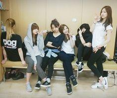 Apink bomi, hayoung, namjoo, eunji, chorong, and naeun