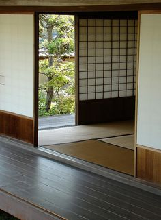 Japanese room This looks like the home you went to to play & have lunch with Papason and family. Japanese Interior Design, Japanese Home Decor, Scandinavian Interior Design, Japanese Design, Asian Design, Japanese Style, Tatami Futon, Tatami Room, Japanese Door