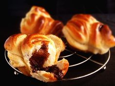 Briošky s čokoládou Czech Recipes, Ethnic Recipes, Nutella, Chocolate, Ciabatta, Doughnut, Sweets, Baking, Breakfast