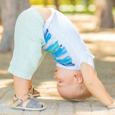 I've found these super-easy 6 Yoga Poses Toddlers Can Do--that they'll actually DO. And this, my lovelies, is how you yoga with toddlers. Toddler Exercise, Toddler Yoga, Toddler Play, Toddler Learning, Hans Christian, Family Fitness, Preschool Age, Yoga For Kids, Yoga Girls