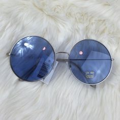 ❗️LAST ONE❗️Baby Blue Circle Sunglasses 😍 🔺Please DO NOT spam, promote other businesses, or leave negative comments on my listings. You will be blocked if you do so.                                                  Thank you🔻   ❗️AVAILABLE❗️Brand new in packaging Unbranded Accessories Glasses