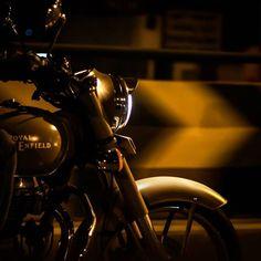 Royal Enfield Wallpapers, Royal Enfield India, 50 Mm Lens, Royal Enfield Bullet, Biker Chick, Bikers, Night Life, Royals, Night Out