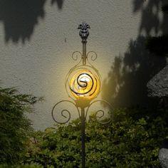 Formschöne LED Solarleuchte Versailles