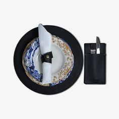Elegant & durable Danae comes in a nice oval shape and keeps your tabletop clean and well-protected. Top surface is made of vegan leather with felt-backing. This placemat is designed to decorate and protect your table. Perfect for all sorts of occasions if you want to make a casual yet bold and stylish statement. #placemat #placemats #tabledecor #tablesetting #tablemat #tableware #handmade #tablestyle #diningtablesetting