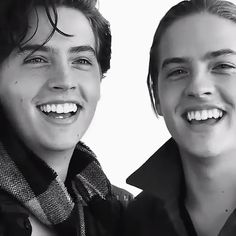 Cole & Dylan Sprouse I literally grow up with these guys. Dylan Sprouse, Sprouse Bros, Cole Sprouse Hot, Cole Sprouse Funny, Cole Sprouse Jughead, Bughead Riverdale, Riverdale Funny, Riverdale Memes, Zack Et Cody