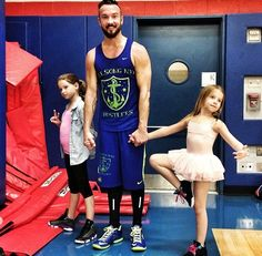 Pastor Carl Lentz with daughters