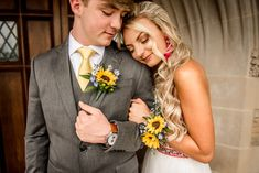 great photo posing to capture the flowers Homecoming Flowers, Homecoming Corsage, Prom Flowers, Bridal Flowers, Sunflower Corsage, Sunflower Boutonniere, Prom Corsage And Boutonniere, Prom Ideas, Wedding Ideas
